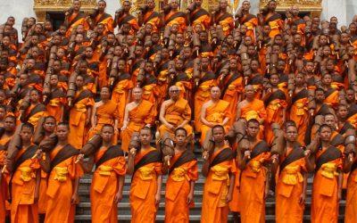 Ofrenda a los monjes budistas