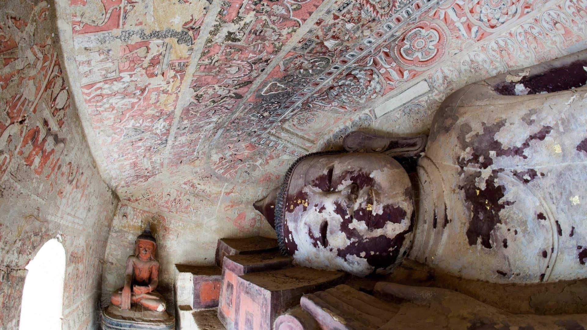 Estatuas de la cueva de Powintaung