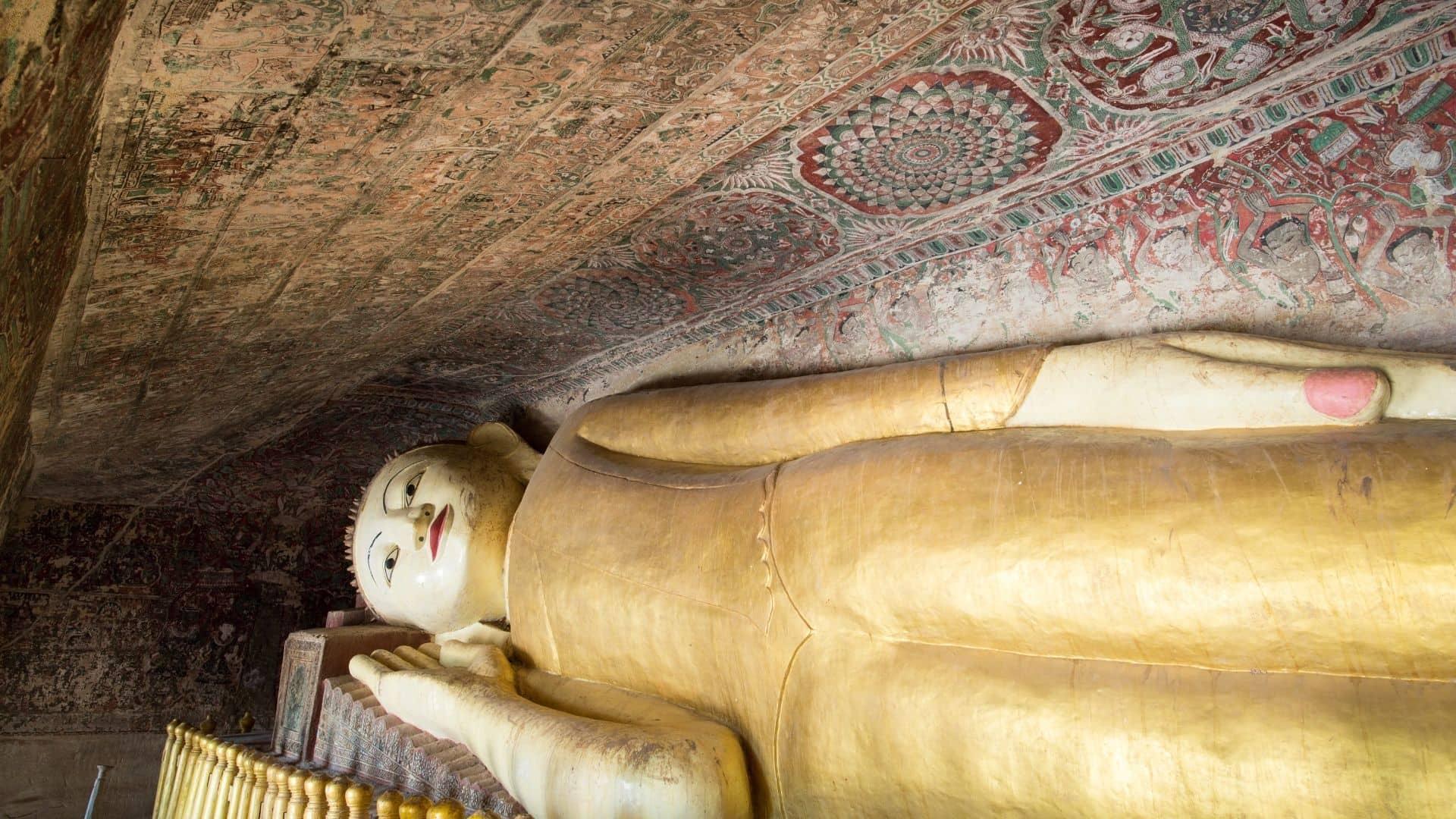 Estatuas de a cueva de Powintaung