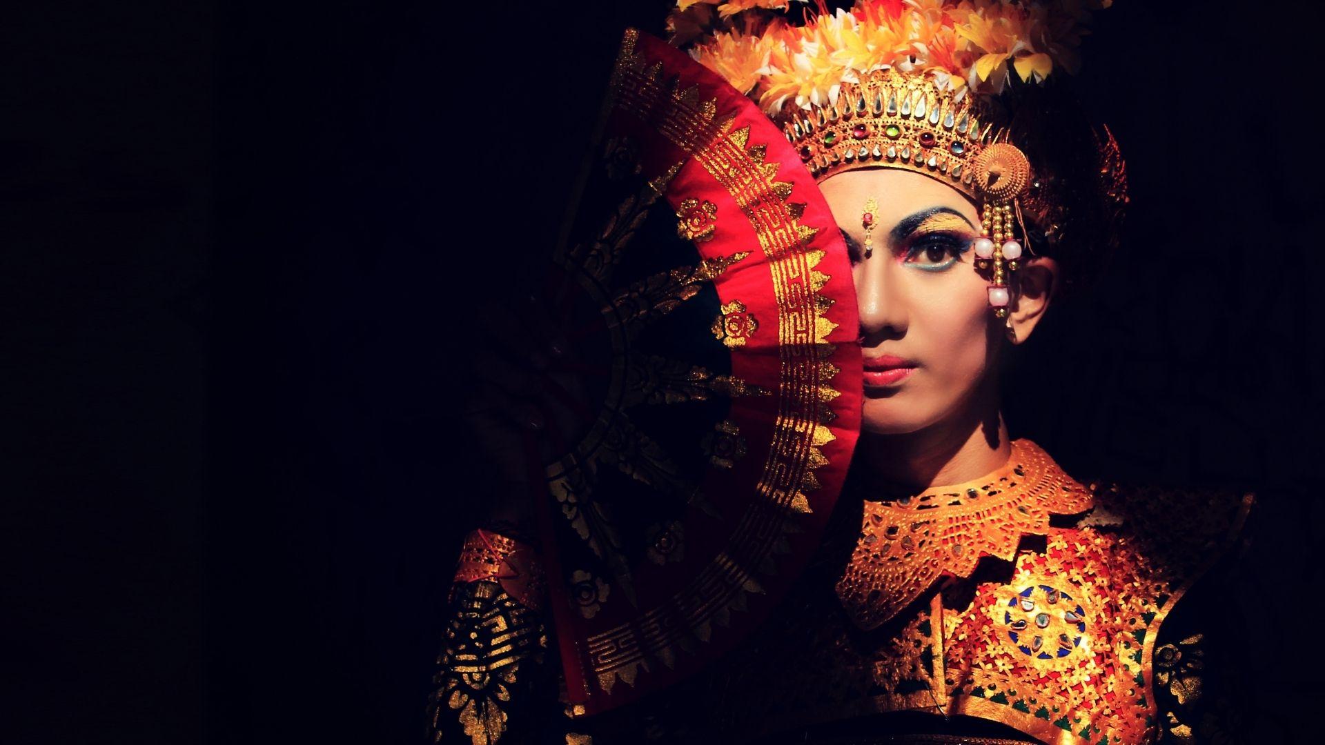 Legong es uno de los bailes tradiciononales que podrás encontrar en tu viaje a Bali