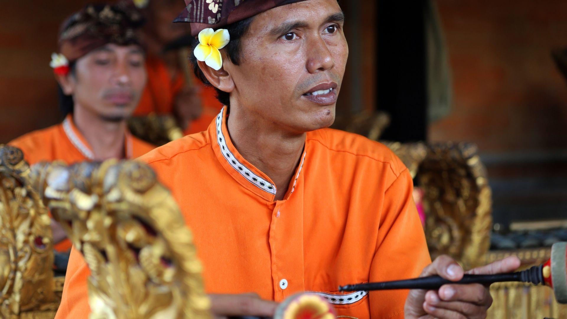 Los Gamelan, bailarines que forman parte del bailes de Baris en Bali