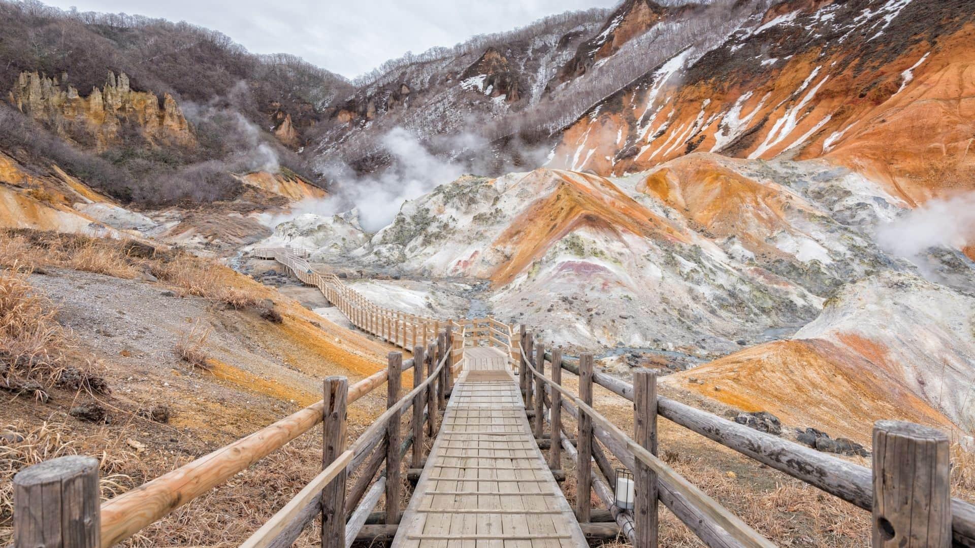 Recorrido a través del Valle del Infierno en Japón