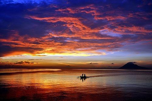 Riqueza natural en bahía de Manado, Indonesia