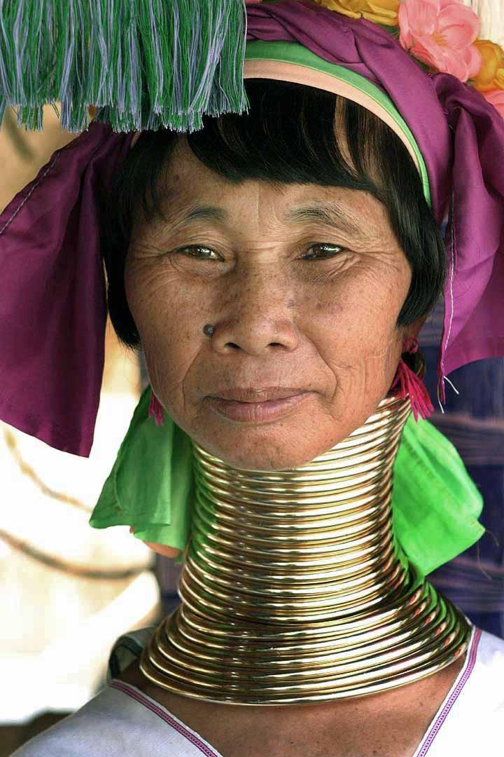 La tribu de las Mujeres Jirafa