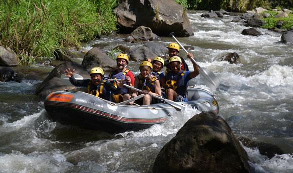 Practica rafting en tu viaje de aventura a Indonesia