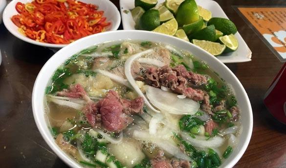 El Pho plato tradicional vietnamita