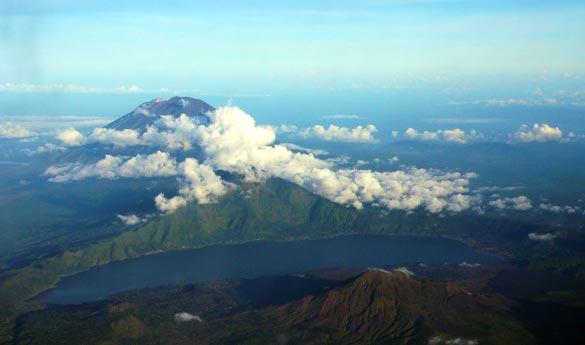 Monte Batur y Lago en Indonesia