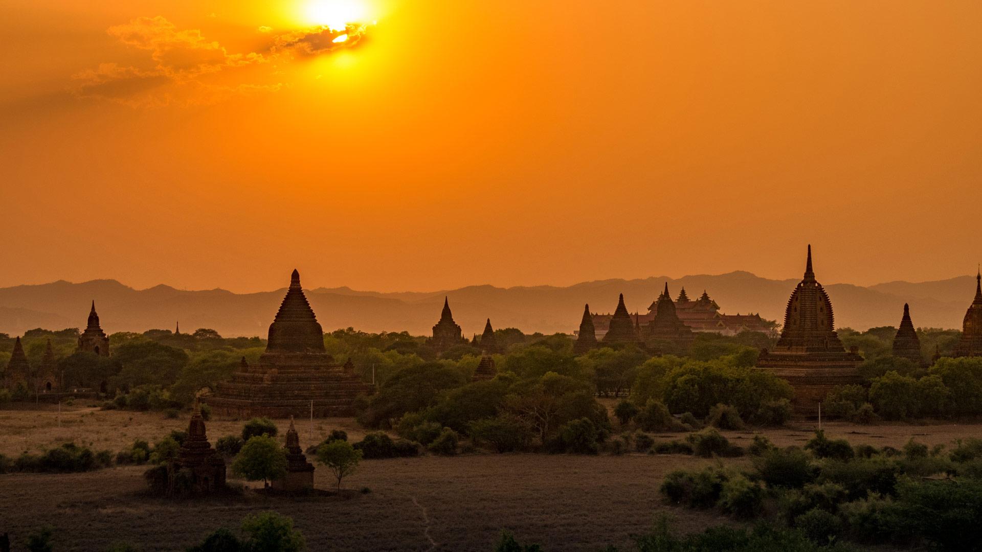 N o olvides contemplar las puestas de sol en tu viaje a Bagan